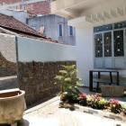 Cho thuê nhà 2 tầng, có nội thất hợp mở café, văn phòng đường Trần Cao Vân