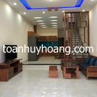 Cho thuê nhà 3 tầng gần Vincom, 4 phòng ngủ khép kín, giá 25 triệu
