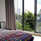 Cho thuê căn hộ gần Hồ Nghinh khu vực an ninh tốt, nhiều khách du lịch sầm uất cách biển 50m