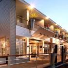Cho thuê khách sạn 3 sao mặt tiền Hồ Xuân Hương vị trí đẹp giá tốt.
