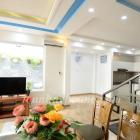 Cho thuê nhà đẹp khu Phạm Văn Đồng 3 phòng ngủ có sân-TOÀN HUY HOÀNG